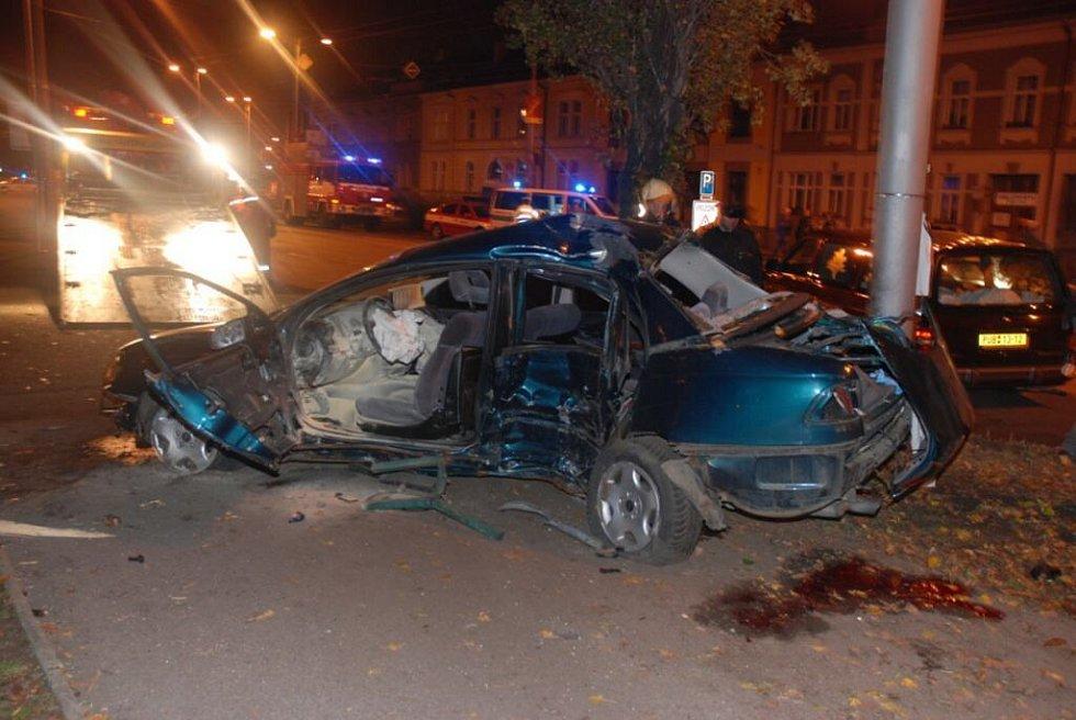 Nehoda v centru Hradce si vyžádala životy čtyř lidí.