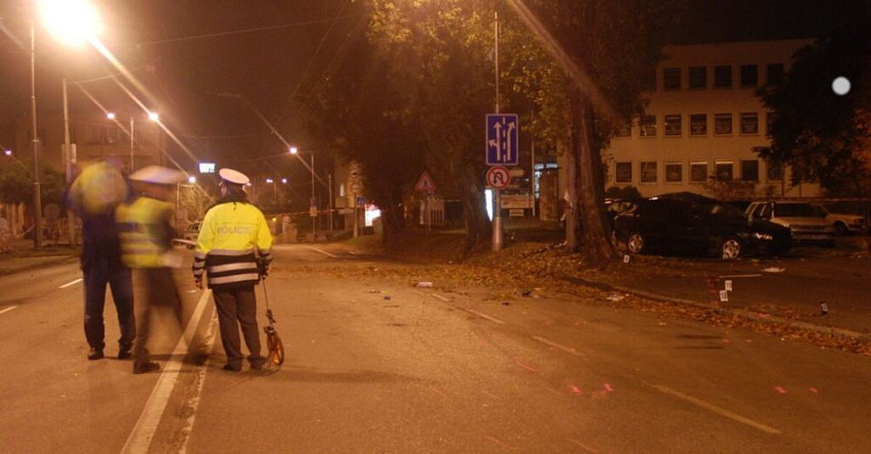 Nehoda v centru Hradce si vyžádala životy čtyř lidí