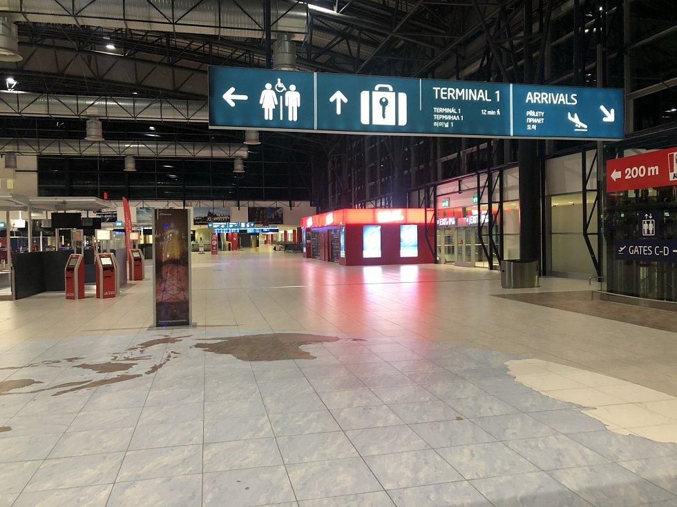 Na Letišti Václava Havla před odletem na Krétu.