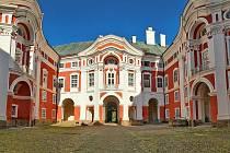 Klášter Broumov je jedním z deseti míst, kde na vás čeká romantika, poučení a zároveň zábava, magická atmosféra se spoustou zážitků i dobrodružství.