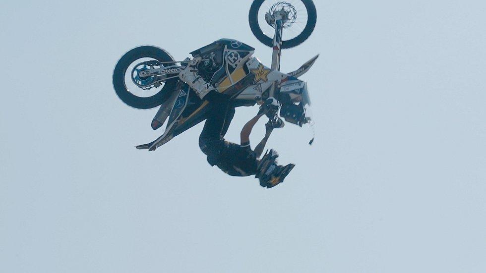Libor Podmol skáče salto