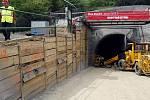 Zahájení ražby prodloužení trasy metra A a usazení a vysvěcení sošky sv. Barbory na portálu tunelu Markéta proběhlo 21. června na pražském Vypichu.