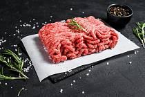 Nezávislý test odhalil, že některá mletá masa prodávaná v obchodních řetězcích nesplňují deklaraci na obalu.