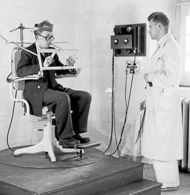 50. léta. Z V padesátých letech československé zdravotnictví disponovalo nejmodernější technikou. Často se však stejná zařízení používala ještě i o třicet let později.