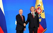 Ruský prezident Vladimir Putin (vlevo) předal Jarkovi Nohavicovi medaili.