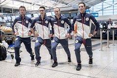 Část českých sportovců odletěla 1. února z Prahy zimní olympiádu v Jižní Koreji. Na snímku skokani, Roman Koudelka je druhý zprava.