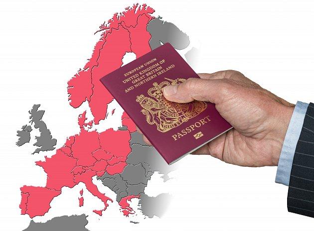 Svystoupením Británie zjednotného trhu končí ivolný pohyb osob, a stím imožnost volně pobývat, pracovat či studovat na území EU nebo Británie.