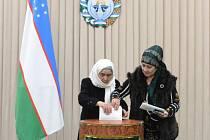 V Uzbekistánu se dnes konají prezidentské volby, které mají určit nástupce autoritářského vůdce Islama Karimova, který po 27 letech ve funkci 2. září podlehl mozkové mrtvici.