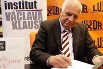 Autogramiáda knihy Václava Klause Chtěli jsme víc než supermarkety.