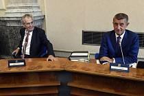 Zleva prezident Miloš Zeman a premiér Andrej Babiš (ANO) na jednání vlády 16. září 2019 v Praze.