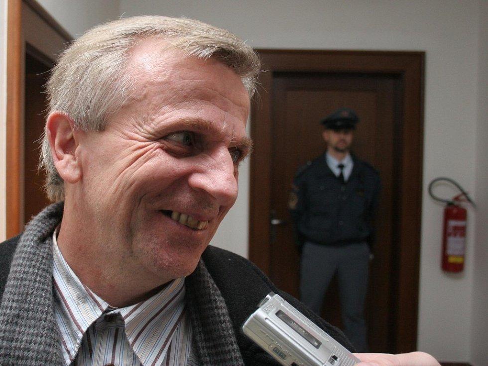 Bohumil Zelenka si myslí, že syn by měl být souzený jen za tři vraždy.