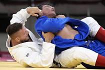 Lukáš Krpálek z Česka a Bekmurod Oltibojev z Uzbekistánu ve čtvrtfinále olympiády v Tokiu.