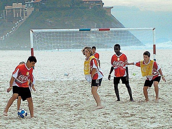 Mladí fotbalisté z Hlučína strávili týden snů v Riu de Janeiro ve fotbalové akademii Carlose Alberta Parreiry, trenéra brazilských mistrů světa z roku 2002.