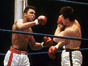 Legendární boxer Muhammad Ali (vlevo) na snímku z roku 1966