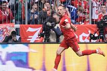 Franck Ribéry z Bayernu Mnichov se raduje z gólu proti Frankfurtu.