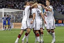 Fotbalisté Německa se radují ze vítězného gólu ve finále MS proti Argentině.