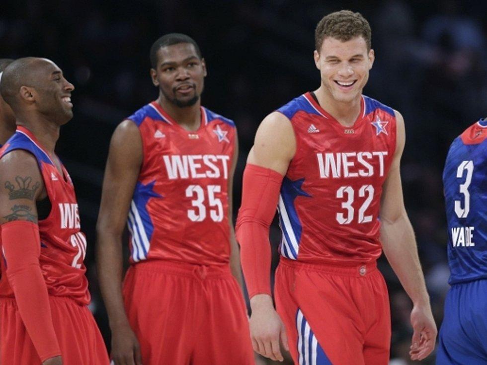 Ve vítězném výběru Západní konference v Utkání hvězd NBA nemohli chybět (zleva) Kobe Bryant, Kevin Durant a Blake Griffin.