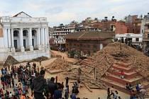 Následky zemětřesení v Káthmándú.
