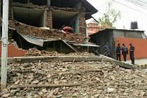 Zřícená budova v nepálském Káthmandú.