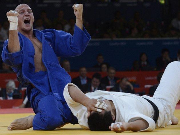 Judista Lukáš Krpálek (vlevo) na olympijských hrách v Londýně.