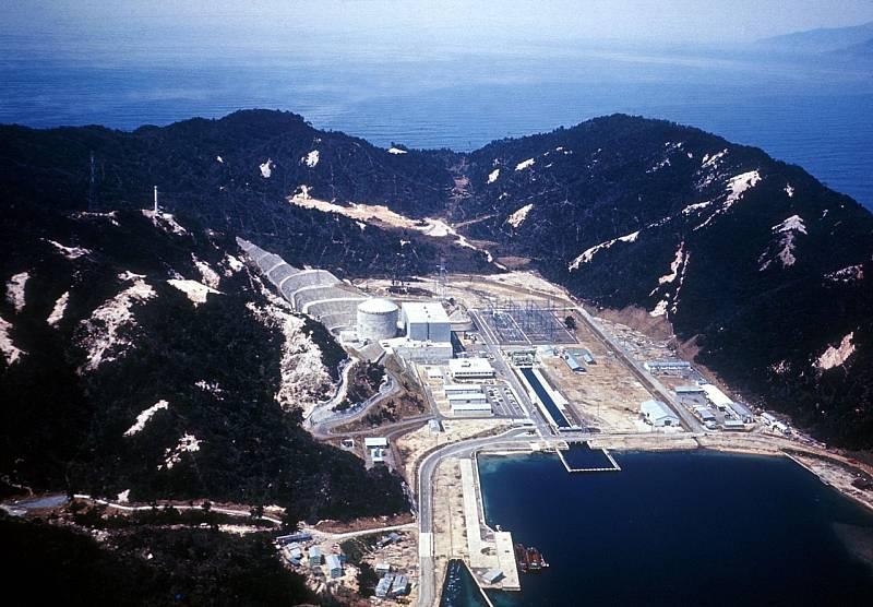 Japonská jaderná elektrárna Curuga kolem roku 1970, zhruba 11 let před únikem radioaktivního paliva