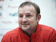 Dálkař Radek Juška si vychutnává stříbrné pocity na halovém mistrovství Evropy v Praze.