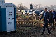 Vláda na výjezdu v Královéhradeckém kraji včetně premiéra v demisi Andreje Babiše. Andrej Babiš