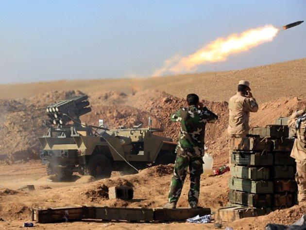 Irácká armáda s podporou šíitských milicí dobyla zpět dvě malá města na východě země, která byla pod kontrolou ozbrojenců z Islámského státu.