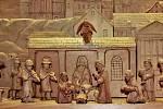 Karlovy Vary (Karlovarský kraj)–Betlém znázorňující Karlovy Vary vyrobil řezbář Jiří Lain z Abertam na Karlovarsku, v současné době mohou lidé precizní práci obdivovat v Muzeu Karlovy Vary.