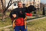 Silák Jiří Tkadlčík se svým psem.