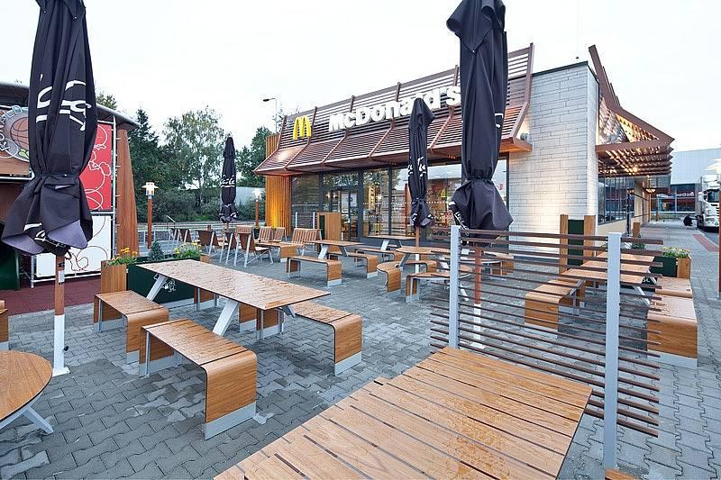 Zahrádka restaurace McDonald's, ilustrační foto