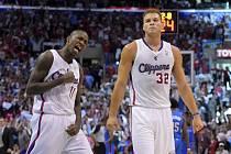 Basketbalisté LA Clippers Jamal Crawford (vlevo) a Blake Griffin po úspěšné akci proti Oklahomě.