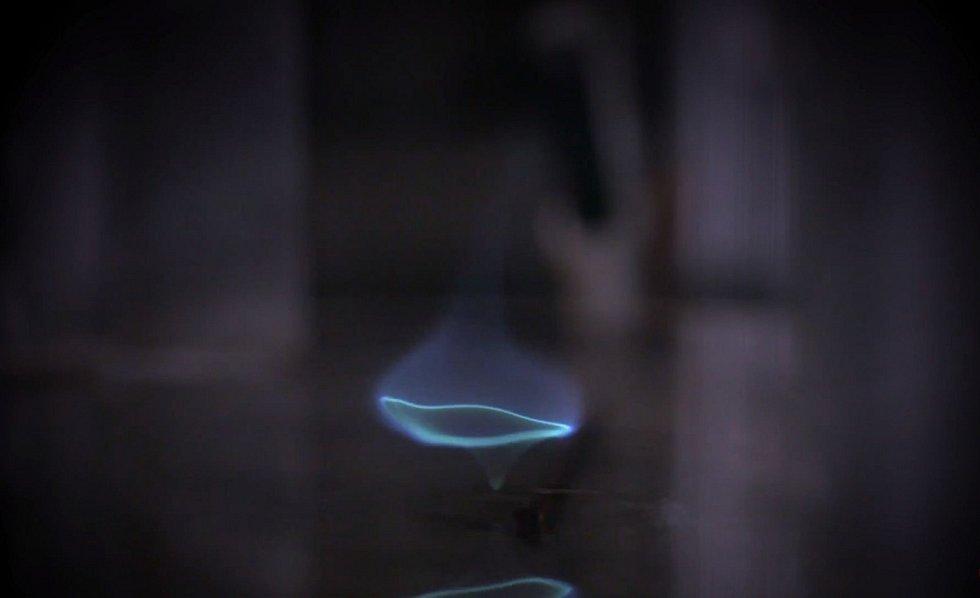 Plamen vzniká spontánně a hoří zcela tiše a stabilně až do spálení veškerého dostupného paliva