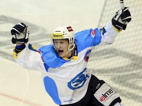Jan Schleiss z HC Škoda Plzeň se raduje z gólu.