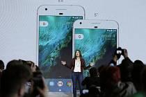 Americká internetová společnost Google dnes představila novou řadu chytrých telefonů, která ponese značku Pixel.