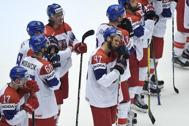 Zklamaní čeští hokejisté po prohraném čtvrtfinále s USA.