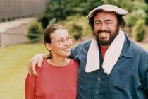 MISTR. Pavarotti pár let před svou smrtí s druhou partnerkou Nicolettou Mantovani.
