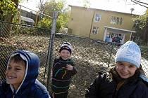 CHŘIPKOVÉ PRÁZDNINY V RUMUNSKU. Úřady zavřely v zemi řadu škol, do dalších posílají roušky a dezinfekci.