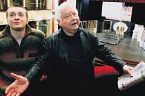Sergej Bezrukov (vlevo) a Oleg Tabakov v Divadle na Vinohradech.