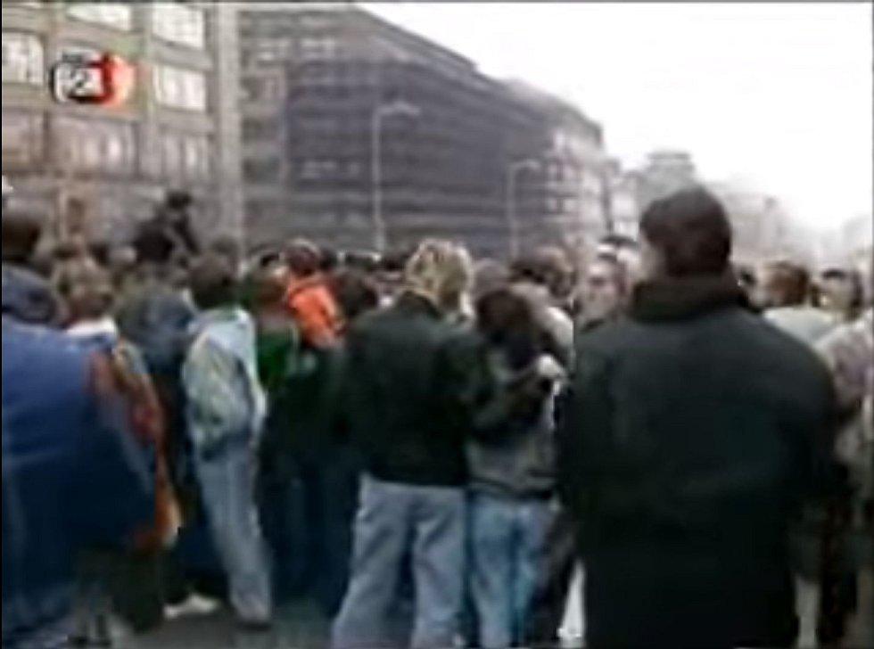 Československá televize informuje o událostech 20. listopadu 1989