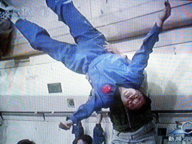 Delší pobyty ve stavu beztíže mohou při putování vesmírem u astronautů způsobovat vysoký tlak v mozku a očích.