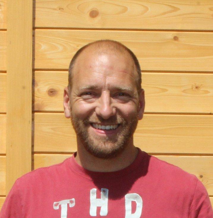 """Petr Tonvcar: """"Byl jsem prvním pozitivně testovaným člověkem v České republice. Přestože jsem se cítil jako při nastydnutí, s lehkou teplotou a s lehkým kašlem, tak jsem byl přes týden v nemocnici. Nejhorší byl ale strach o blízké."""""""
