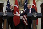 Setkání tureckého a amerického prezidenta v Bílém domě se nevyhnulo kontroverzním tématům