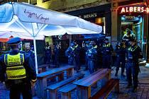 Policie v Německu kontroluje dodržování protikoronavirových opatření.