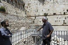 Ze Zdi nářků spadl kámen