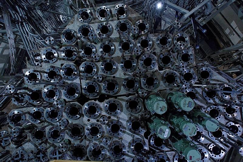 Místnost s regulačními tyčemi pod reaktorem. Rakouská jaderná elektrárna Zwentendorf.