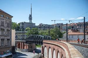 Rekonstruovaný Negrelliho viadukt, nejdelší stavba svého druhu v Evropě a nejstarší v České republice.