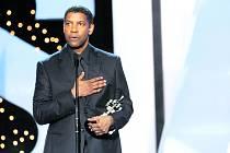Herec Denzel Washington převzal v San Sebastianu na slavnostním   zahájení cenu za přínos světové kinematografii.