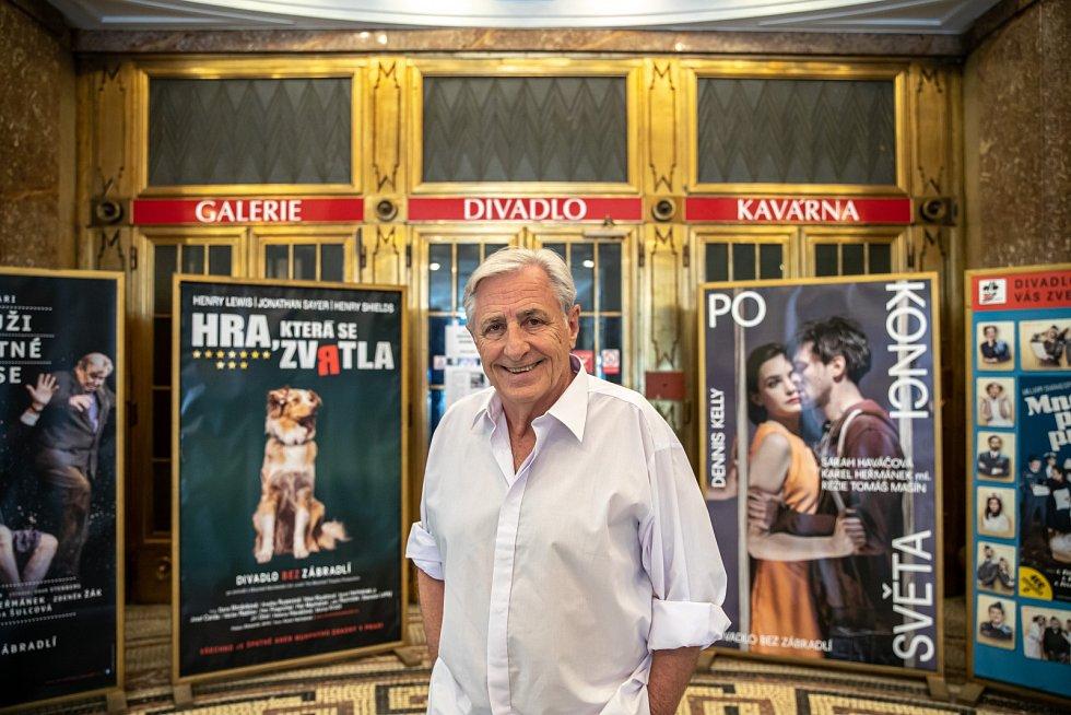 Karel Heřmánek: Co se týče soukromí, tak mám velkou radost, protože mám dalšího vnoučka od mladší dcery. Takže jsem trojnásobný dědeček.