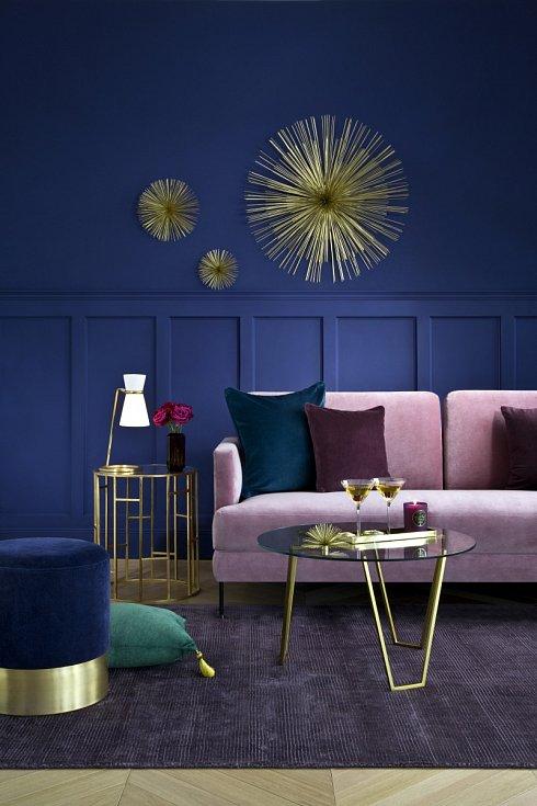 Aby se měděná barva dostala do popředí i na drobných dekoracích, kombinujte ji s tlumenějšími odstíny. Nejvíce jí to bude slušet v kombinaci s šedou, světle béžovou či starorůžovou barvou.